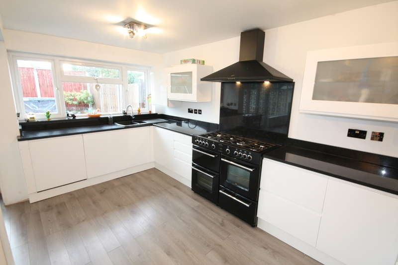 3 Bedrooms Semi Detached House for sale in Hutton, Brentwood