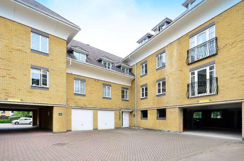 2 Bedrooms Flat for sale in Century Court, Woking, GU21