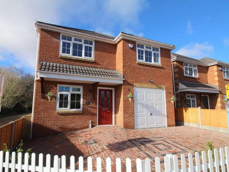 4 Bedrooms Detached House for sale in Eldons Drove, Lytchett Matravers