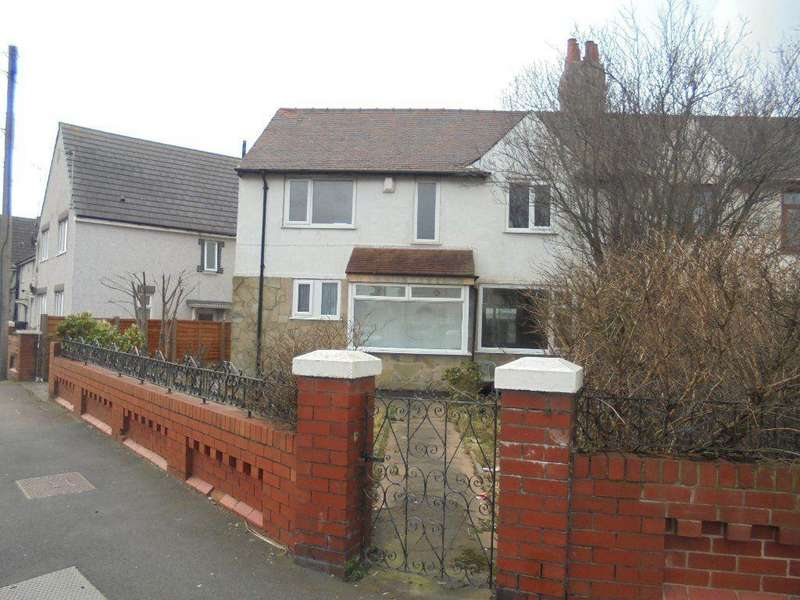 3 Bedrooms Semi Detached House for rent in Park Road, Blackpool FY1 5LS
