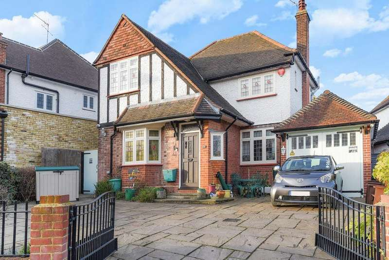 4 Bedrooms Detached House for sale in Parkway, Southgate
