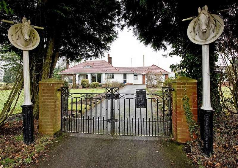 3 Bedrooms Detached Bungalow for sale in Clee View, Trysull Road, Wombourne, Wolverhampton, South Staffordshire, WV5