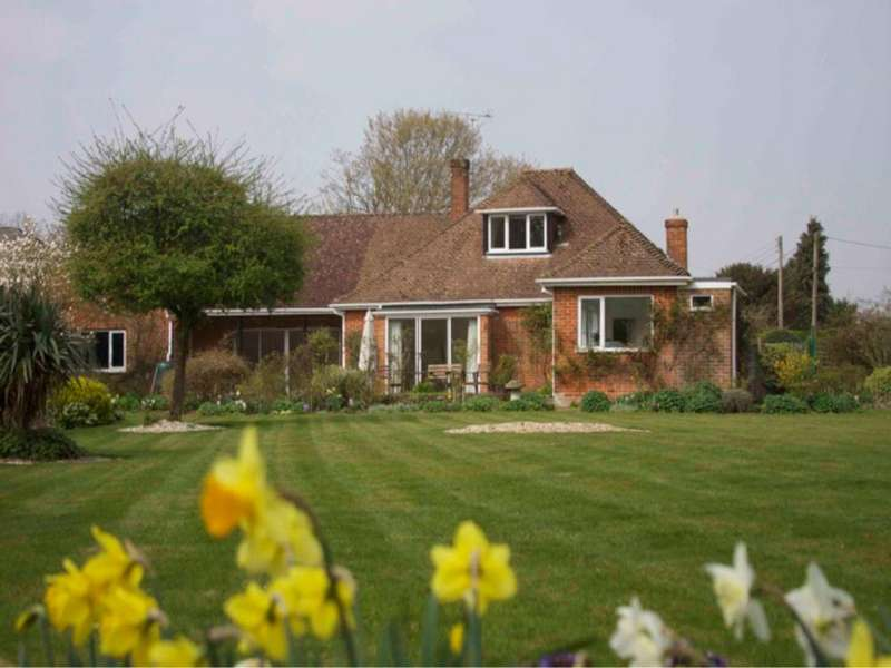4 Bedrooms Detached House for rent in Otterbourne, Winchester, Hampshire