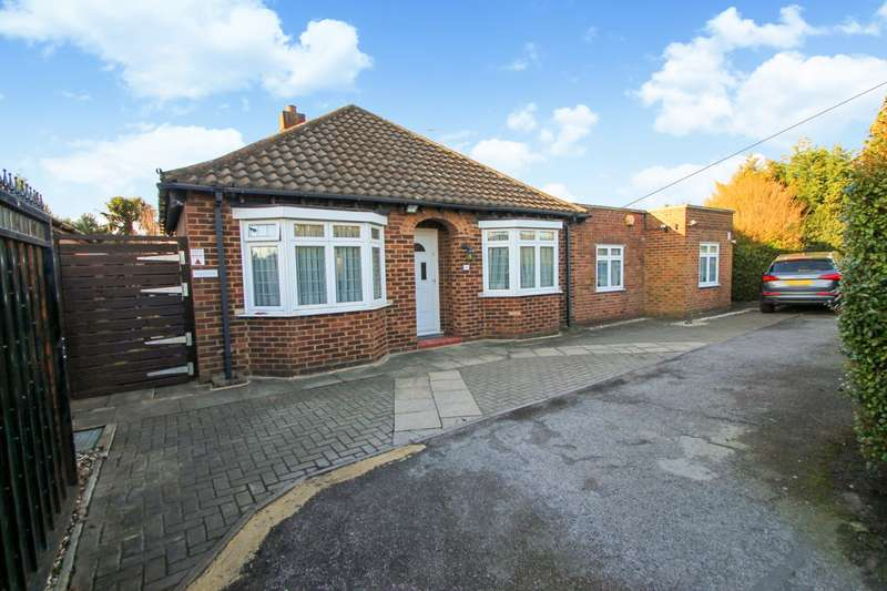 3 Bedrooms Detached Bungalow for sale in Chertsey Road, Ashford, TW15
