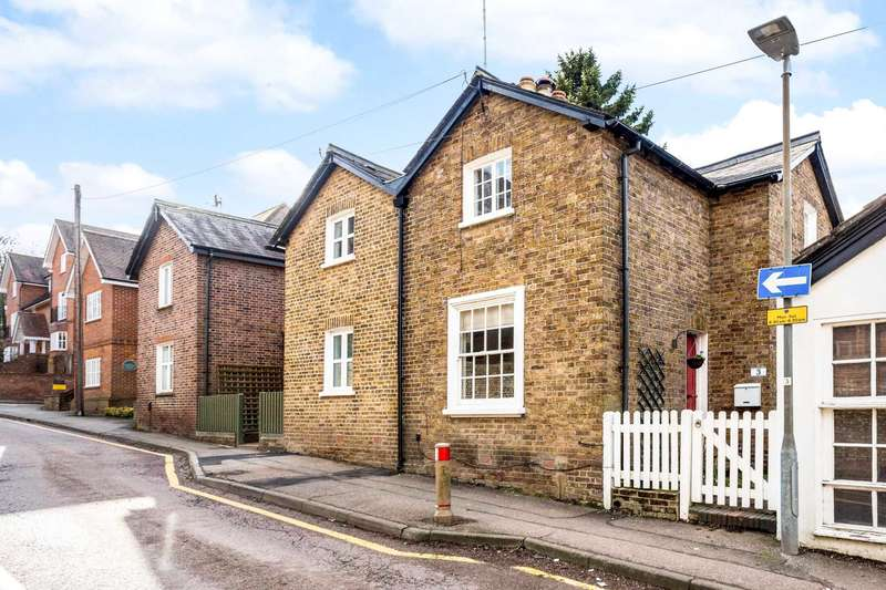 2 Bedrooms Semi Detached House for sale in Chesham Road, Berkhamsted