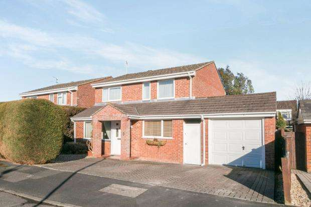 4 Bedrooms Detached House for sale in Pamber Heath, Hampshire, England