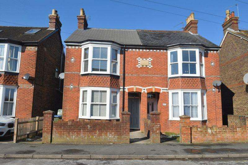 3 Bedrooms Semi Detached House for rent in Clarence Road, Horsham