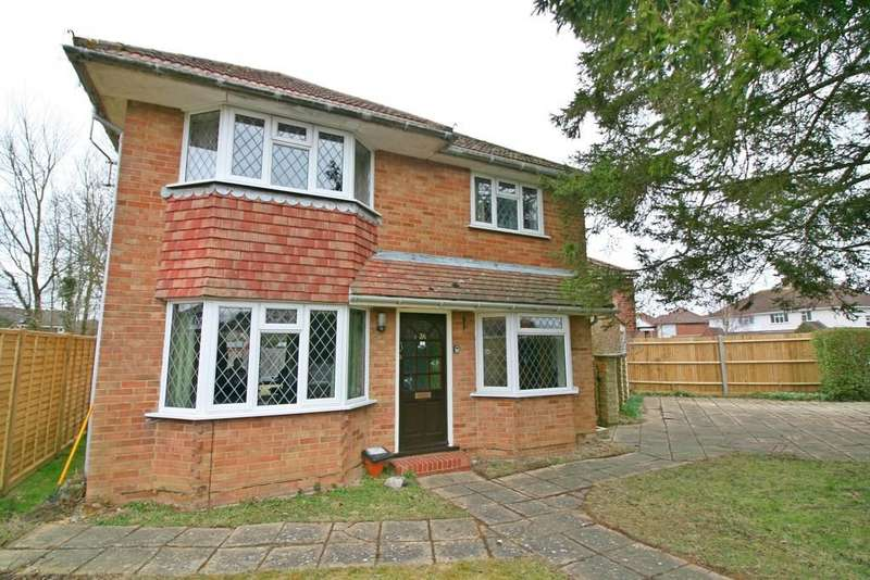 3 Bedrooms Detached House for sale in Benhams Drive , Horley