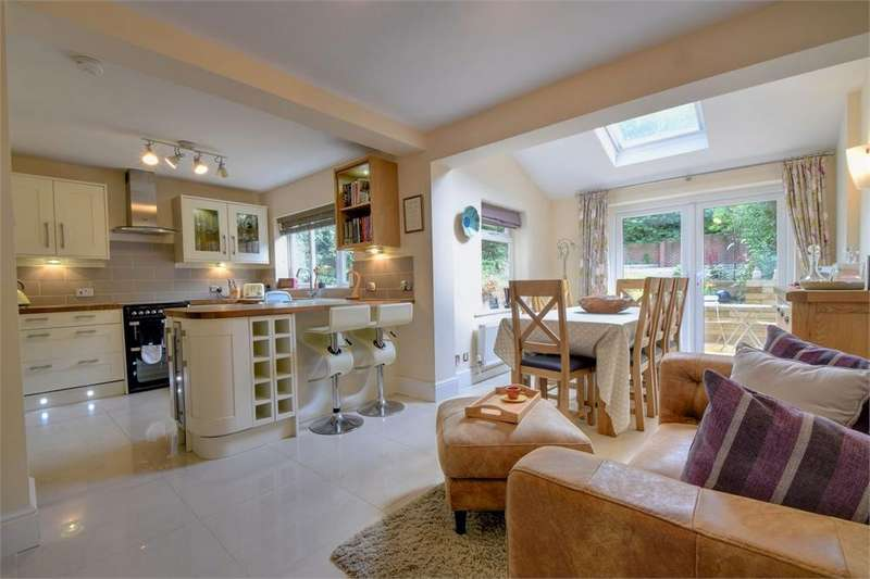 3 Bedrooms Semi Detached House for rent in Madeline Road, Petersfield, Hampshire