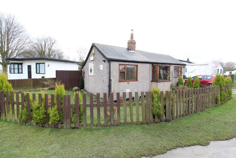 2 Bedrooms Detached Bungalow for sale in Main Road, Humberston Fitties, Grimsby