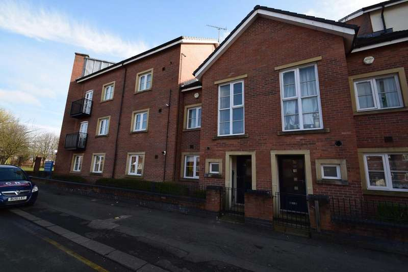 3 Bedrooms Terraced House for rent in Alexandra Road, Manchester, M16