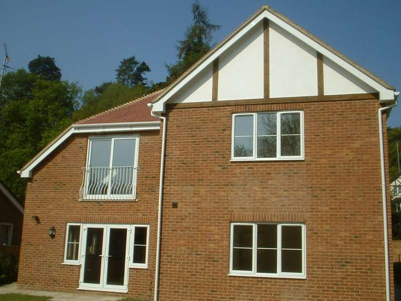 2 Bedrooms Flat for rent in Hillcot, Headley Down