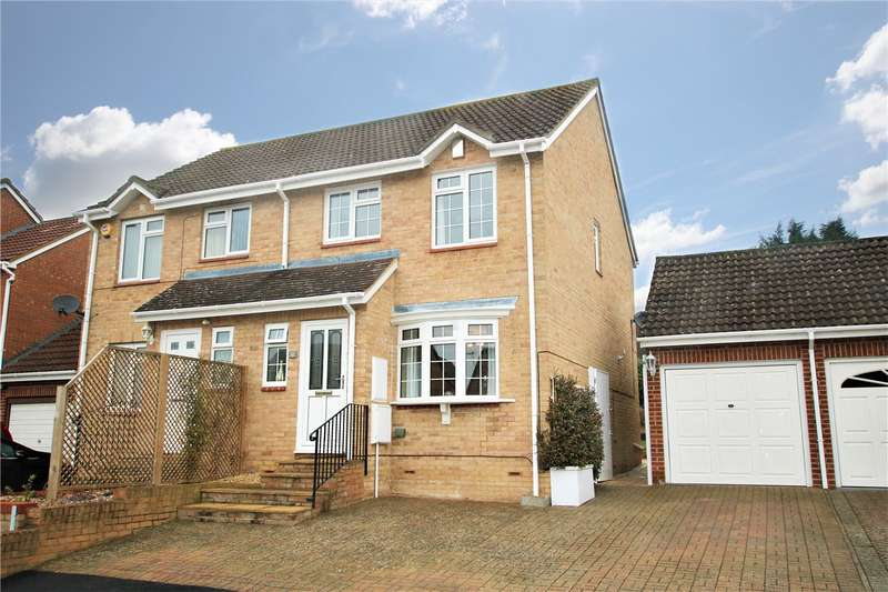 3 Bedrooms Semi Detached House for sale in Sweet Briar Drive, Calcot, Berkshire, RG31