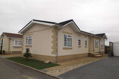 2 Bedrooms Mobile Home for sale in Manor Road, Witchford, Ely