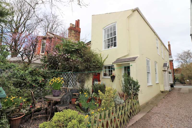 2 Bedrooms Cottage House for sale in Parkgate Road, Neston, CH64 6QE
