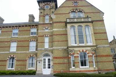 2 Bedrooms Flat for rent in RICKETTS CLOSE - WEYMOUTH