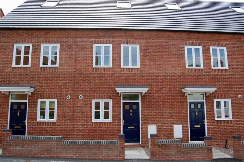 3 Bedrooms Town House for rent in Corporation Street, Wednesbury