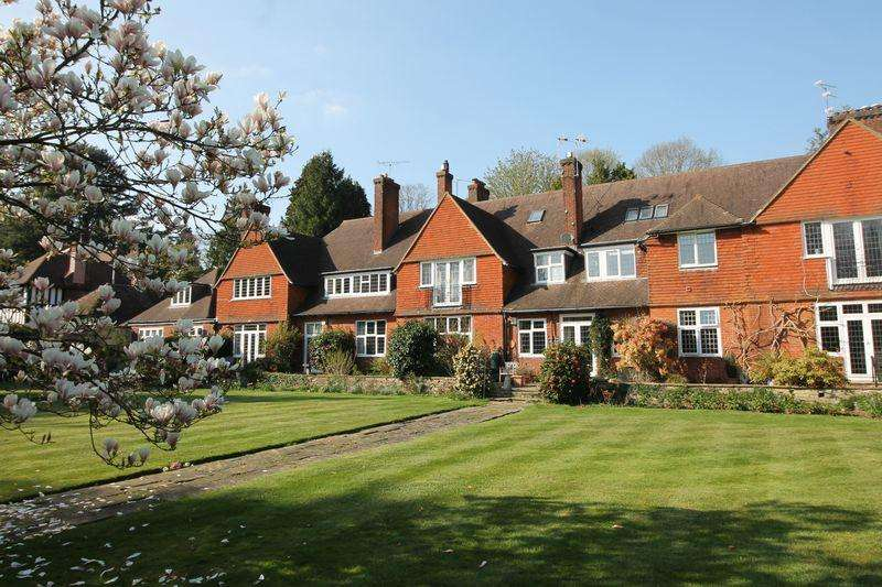 2 Bedrooms Apartment Flat for sale in Walton on the Hill