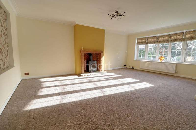 4 Bedrooms Detached House for sale in Skipwith Close, Loversall, Doncaster