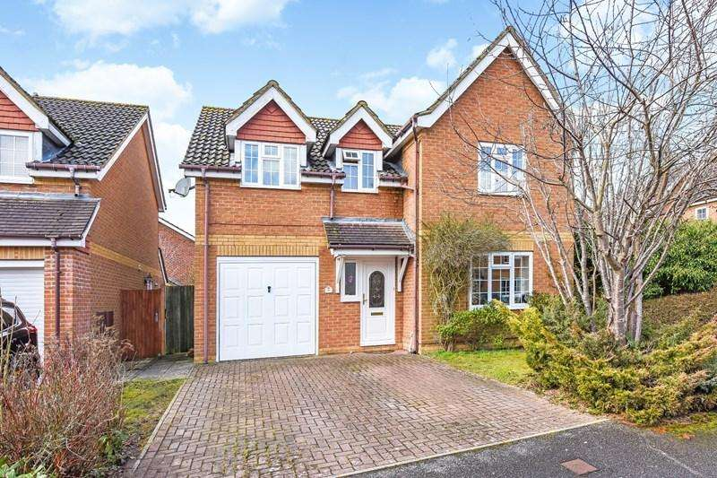 4 Bedrooms Detached House for sale in Barnfield Rise, Andover