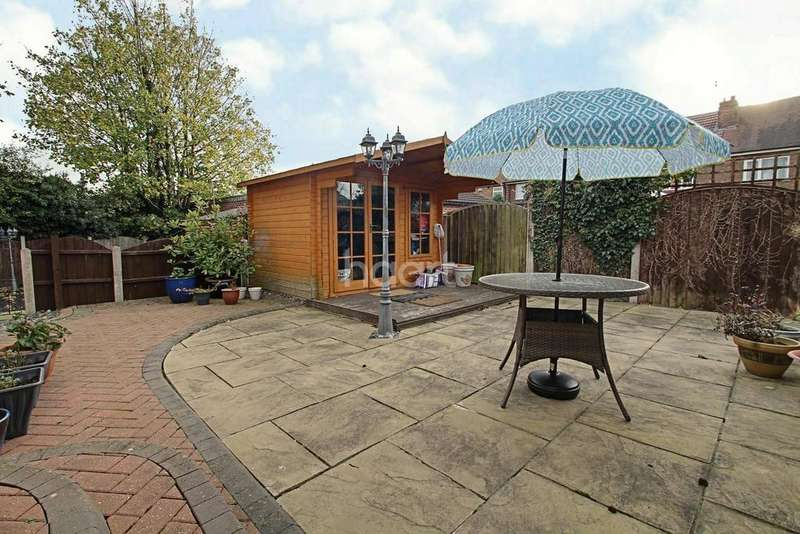 2 Bedrooms Bungalow for sale in Littleover Crescent, Littleover
