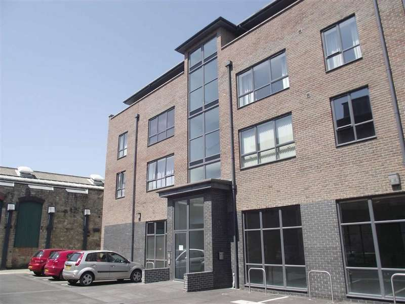 2 Bedrooms Apartment Flat for rent in Priam House, Swindon, Wilts