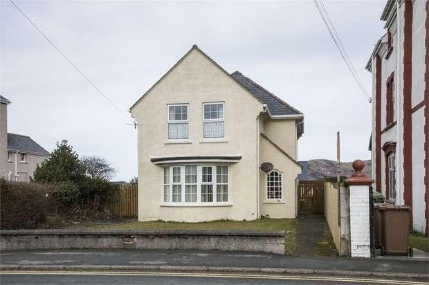 3 Bedrooms Detached House for sale in Pier Road, Tywyn, Gwynedd