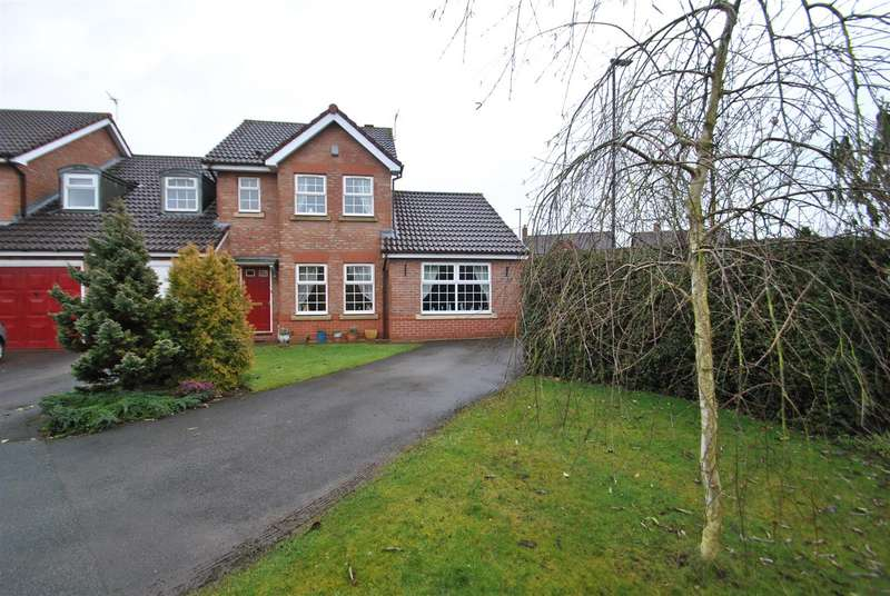3 Bedrooms End Of Terrace House for sale in St Georges Close, APPLETON, WARRINGTON, WA4