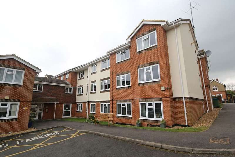 2 Bedrooms Ground Flat for sale in Clare Court, Clarence Road, Fleet, Hampshire, GU51 3XX