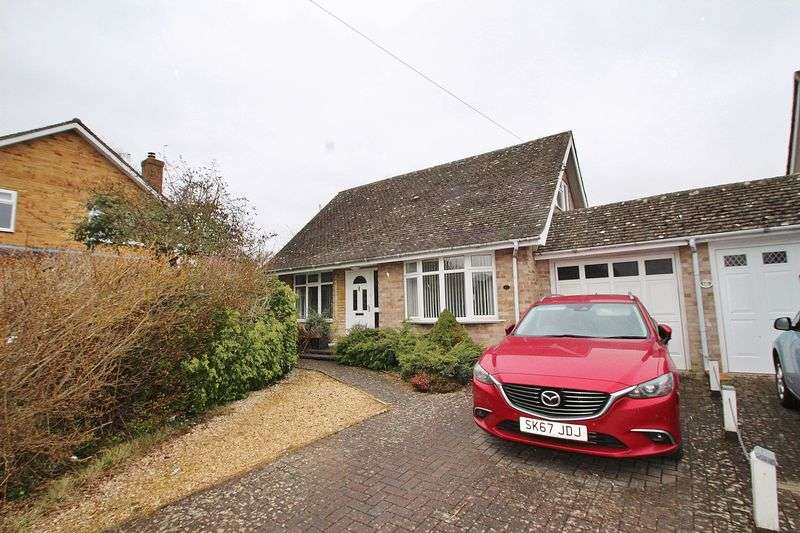 3 Bedrooms Property for sale in Isis Close, Long Hanborough