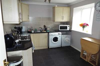 2 Bedrooms Flat for rent in LAINDON WEST, BASILDON