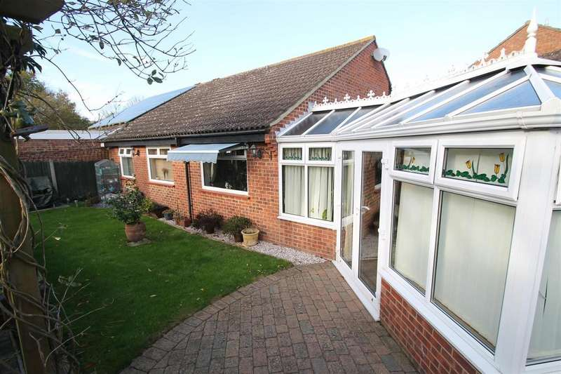 2 Bedrooms Bungalow for sale in Townsend Road, Snodland