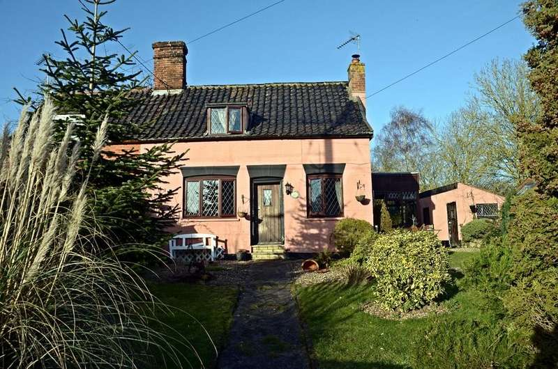 2 Bedrooms Cottage House for sale in Hall Road, Pulham St. Mary