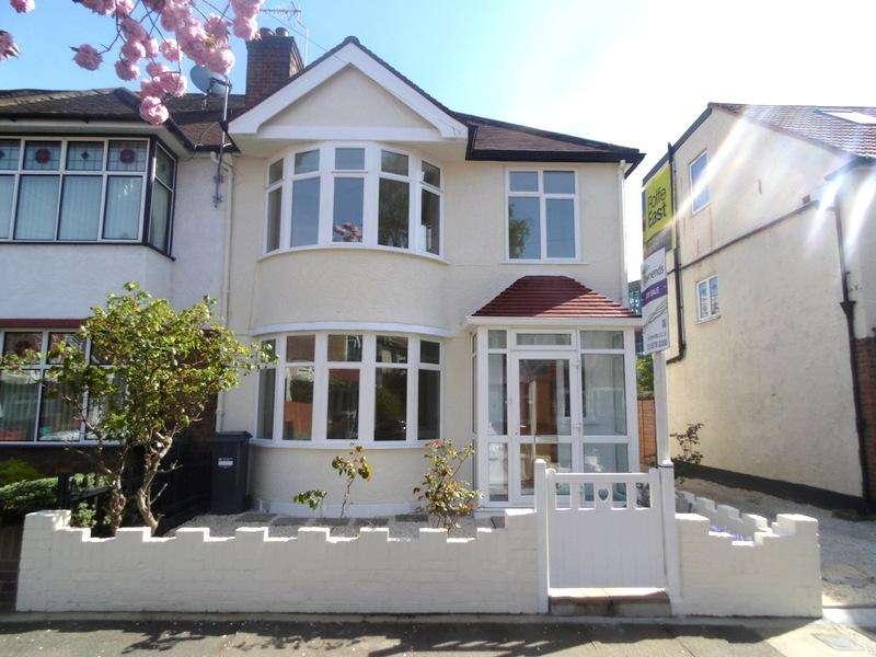 3 Bedrooms House for sale in Springvale Avenue, Brentford