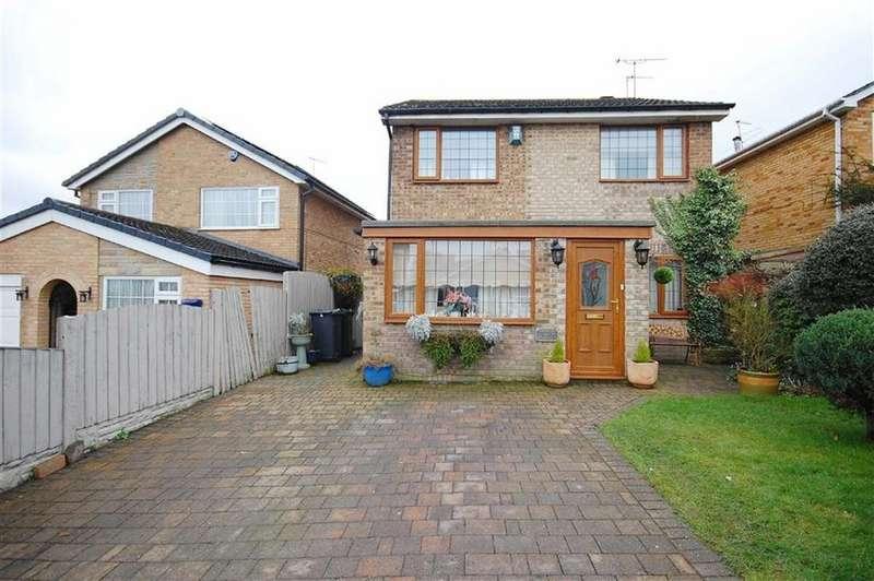 4 Bedrooms Detached House for sale in Elmete Avenue, Sherburn In Elmet, Leeds, LS25