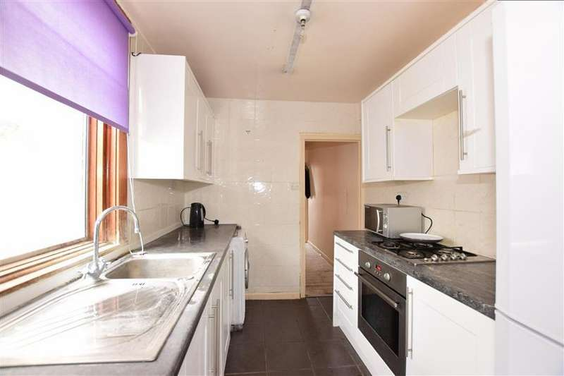 3 Bedrooms Terraced House for sale in Redvers Road, Chatham, Kent