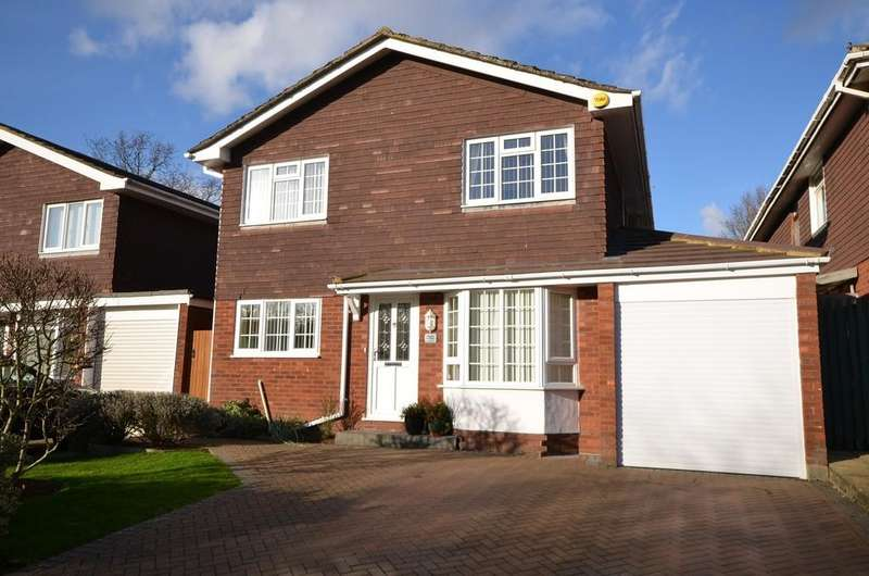 4 Bedrooms Detached House for sale in Ash Lodge Drive, Ash