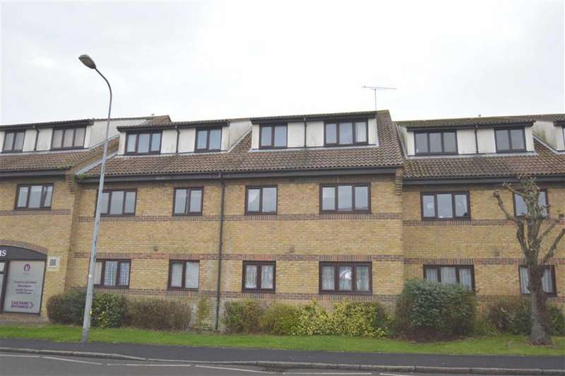 2 Bedrooms Apartment Flat for rent in Hedingham Place, Rochford, Essex