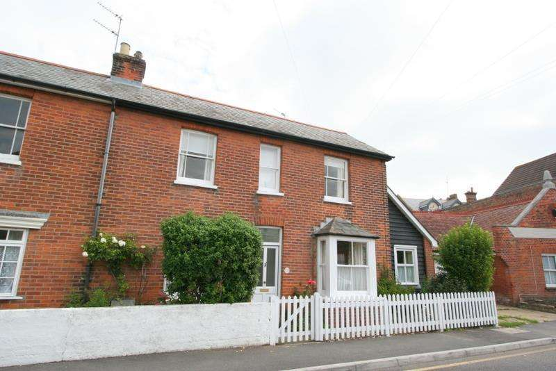 3 Bedrooms Semi Detached House for rent in Old Road, Frinton on Sea