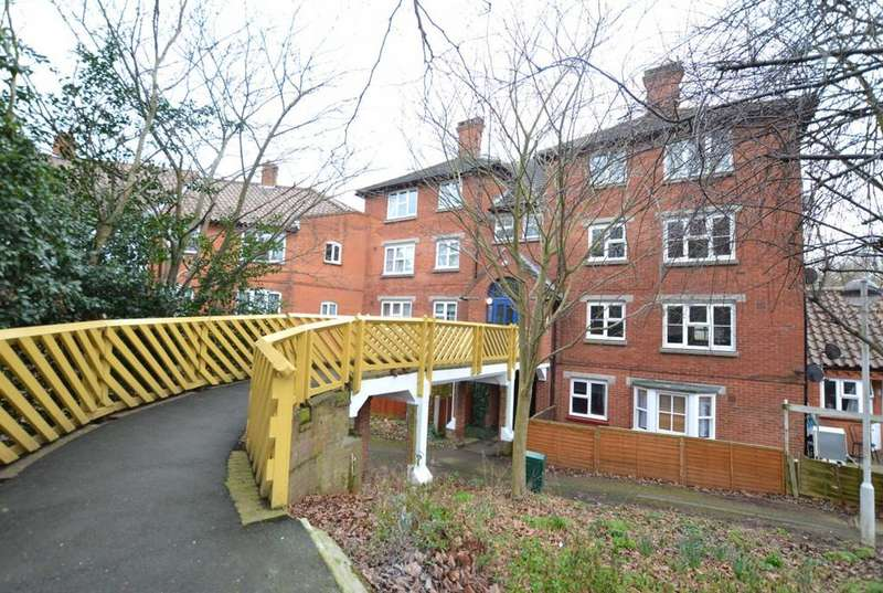2 Bedrooms Apartment Flat for sale in Lower Street, Noak Bridge, Basildon, Essex, SS15