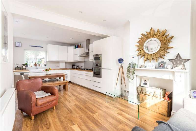 4 Bedrooms Link Detached House for sale in New Road, London, N8