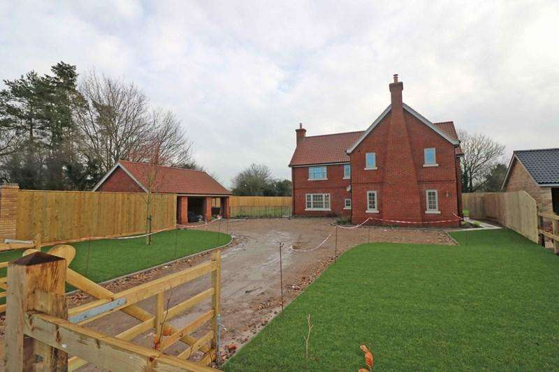 5 Bedrooms Detached House for sale in Station Road, Spooner Row, Wymondham