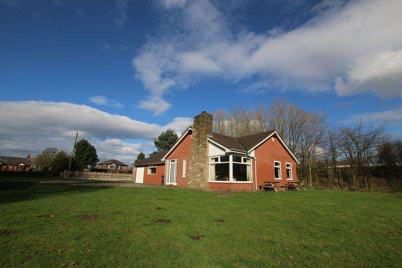 3 Bedrooms Detached Bungalow for sale in Longmeanygate, Midge Hall