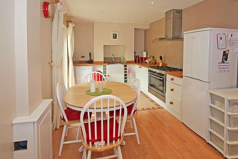 3 Bedrooms Semi Detached House for sale in Ffordd Y Castell, Bangor, North Wales