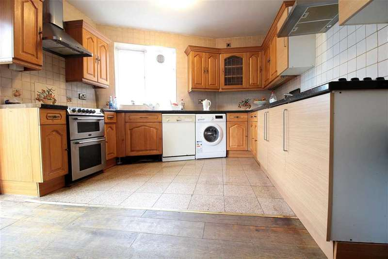 6 Bedrooms Semi Detached House for rent in Lord Avenue, Clayhall, Ilford