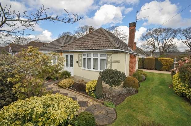 2 Bedrooms Detached Bungalow for sale in Hayes Close, WIMBORNE, Dorset