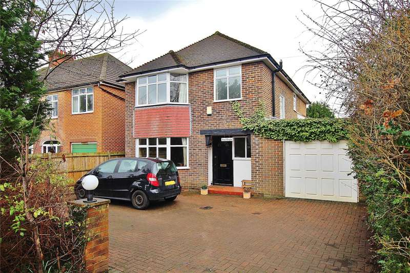 5 Bedrooms Detached House for sale in Bagshot Road, Knaphill, Woking, Surrey, GU21