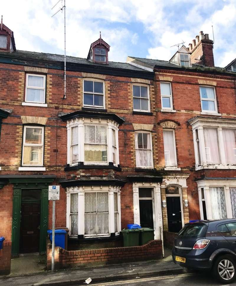 3 Bedrooms Terraced House for sale in Windsor Crescent, Bridlington, North Humberside, YO15 3HX
