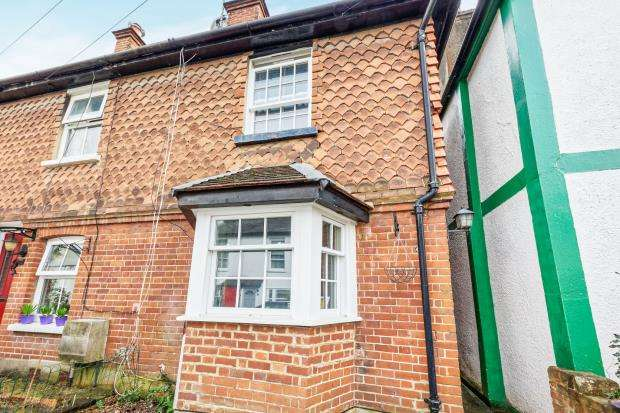 2 Bedrooms End Of Terrace House for sale in Leatherhead, Surrey, Uk