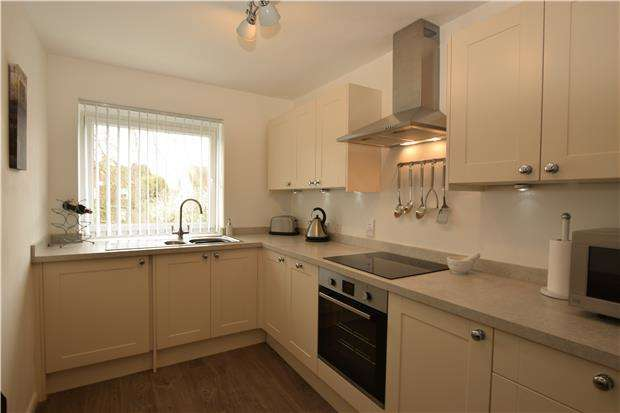 2 Bedrooms Flat for sale in 6, Dorset House, BEXHILL-ON-SEA, East Sussex, TN40 2HH
